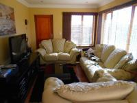 Lounges - 13 square meters of property in Roodepoort West