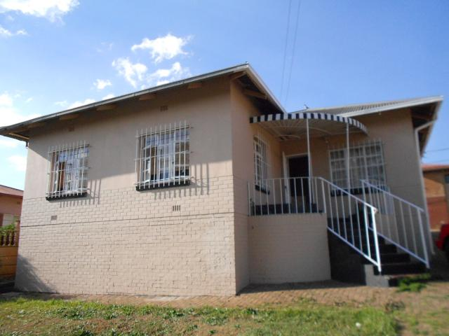3 Bedroom House for Sale For Sale in Roodepoort West - Private Sale - MR100224