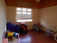 Bed Room 2 - 13 square meters of property in Roodepoort West