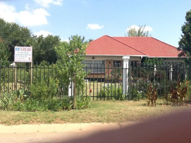 4 Bedroom House for Sale For Sale in Klerksdorp - Home Sell - MR100286