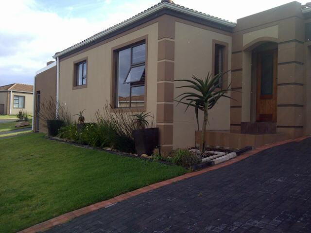 2 Bedroom Sectional Title for Sale For Sale in Port Elizabeth Central - Private Sale - MR100314