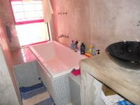 Main Bathroom - 7 square meters of property in West Beach