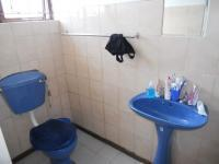 Main Bathroom - 3 square meters of property in Parlock
