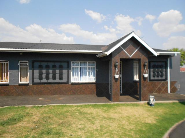 2 Bedroom House for Sale For Sale in Brakpan - Home Sell - MR100428