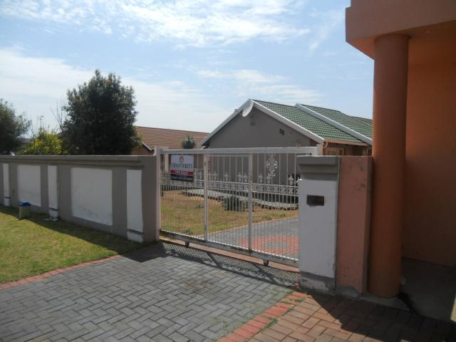 3 Bedroom House For Sale in Lenasia South - Private Sale - MR100553