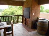 Patio - 61 square meters of property in Three Rivers