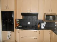 Kitchen - 23 square meters of property in Kosmosdal
