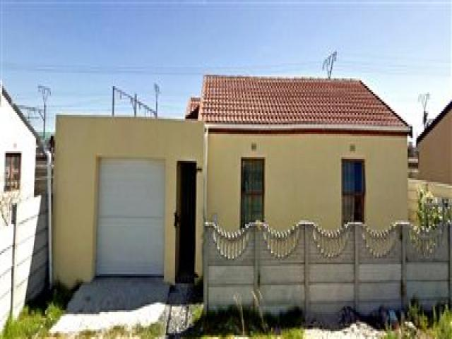Standard Bank EasySell 2 Bedroom House For Sale in Langa - MR100745