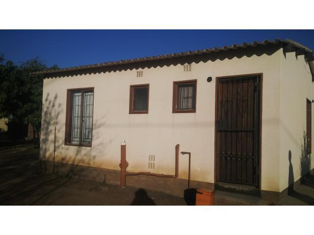 2 Bedroom House For Sale in Soshanguve - Private Sale - MR100770