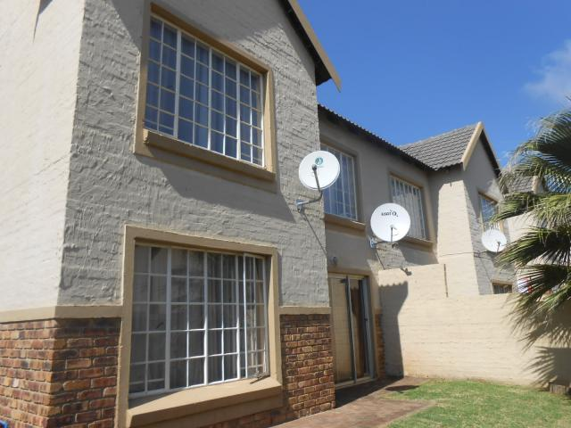 2 Bedroom Cluster For Sale in Centurion Central (Verwoerdburg Stad) - Private Sale - MR100792