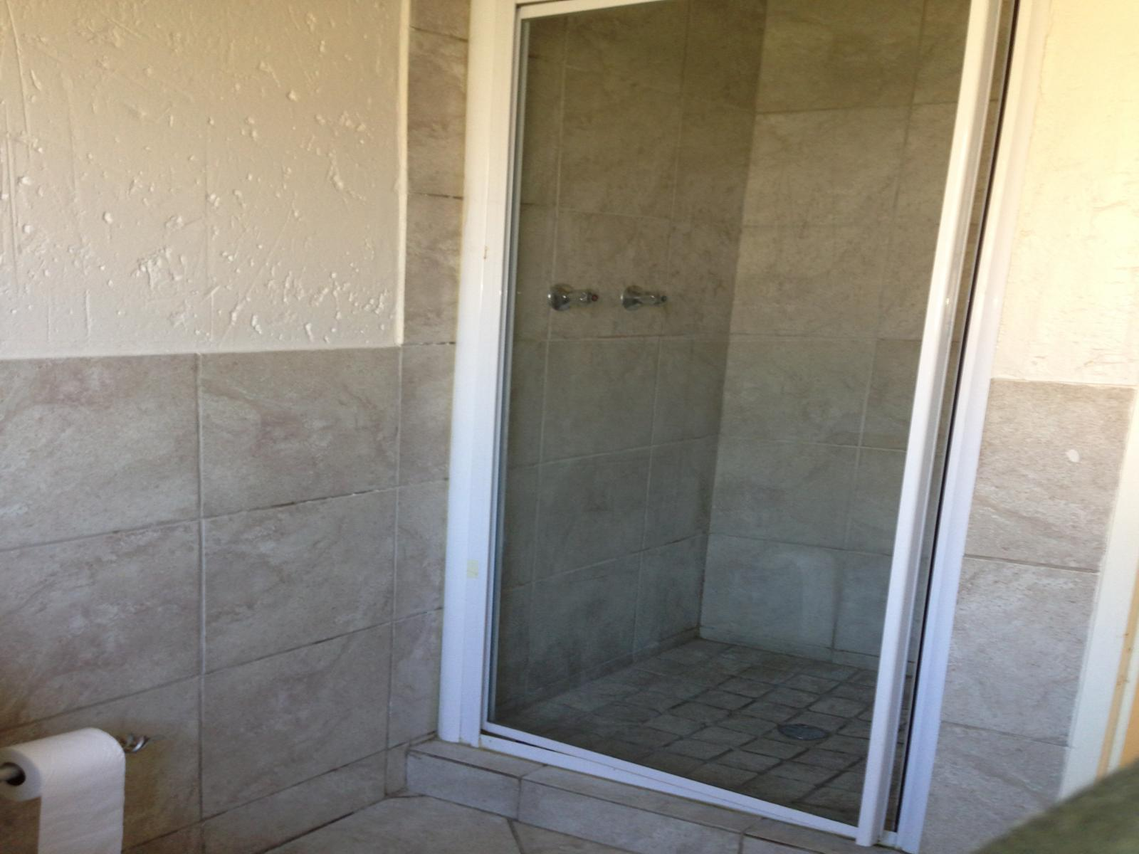 Main Bathroom - 3 square meters of property in Groblerpark