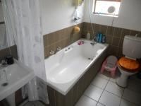 Main Bathroom - 3 square meters of property in Jukskei Park