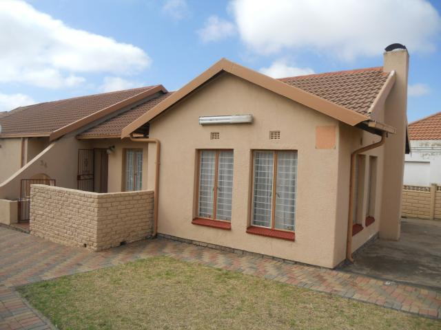 4 Bedroom House For Sale in Krugersdorp - Home Sell - MR100899