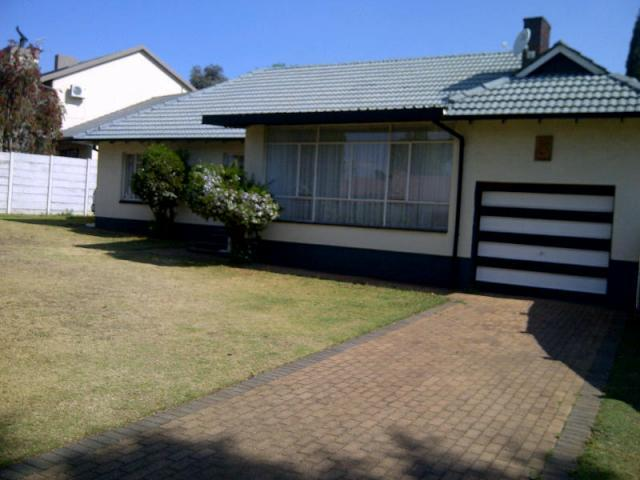 3 Bedroom House for Sale For Sale in Kempton Park - Private Sale - MR100973