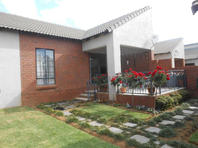 3 Bedroom Simplex for Sale For Sale in Mooikloof Ridge - Home Sell - MR100978