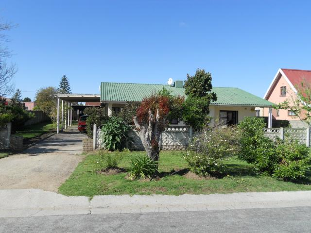 Standard Bank EasySell 3 Bedroom House for Sale For Sale in Pacaltsdorp - MR101028