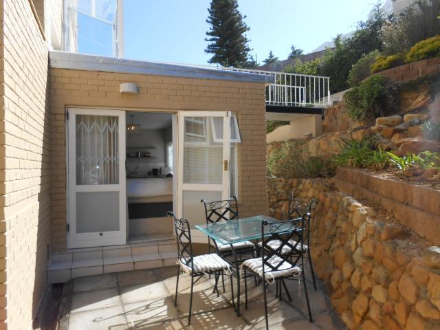1 Bedroom Apartment for Sale For Sale in Camps Bay - Private Sale - MR101061