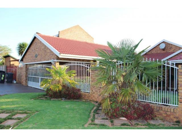 3 Bedroom House for Sale For Sale in Pierre van Ryneveld - Private Sale - MR101202