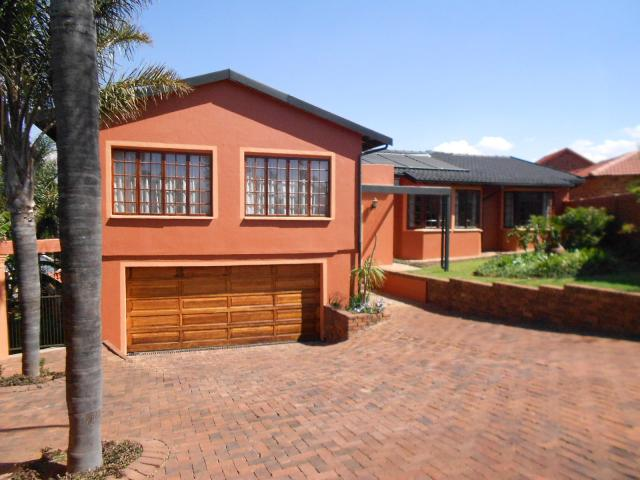 3 Bedroom House for Sale For Sale in Roodekrans - Home Sell - MR101236