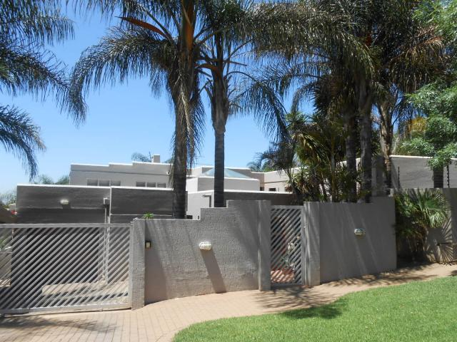4 Bedroom Duet For Sale in Moreletapark - Home Sell - MR101269