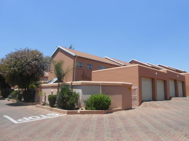 2 Bedroom Sectional Title for Sale For Sale in Midrand - Private Sale - MR101394