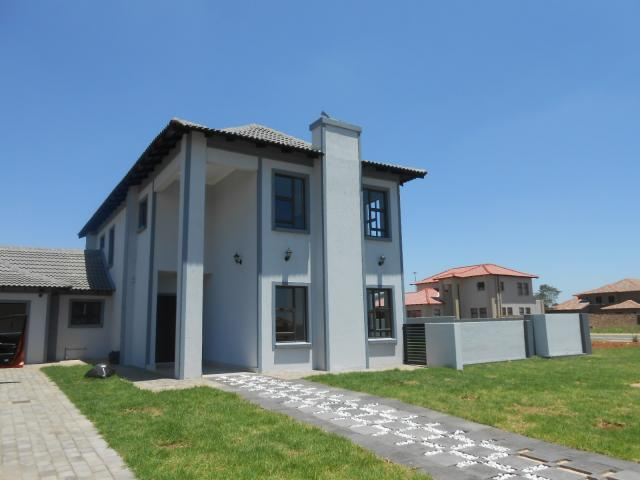 3 Bedroom Duplex for Sale For Sale in Silver Lakes Golf Estate - Home Sell - MR101409