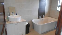Bathroom 2 - 9 square meters of property in Blue Valley Golf Estate