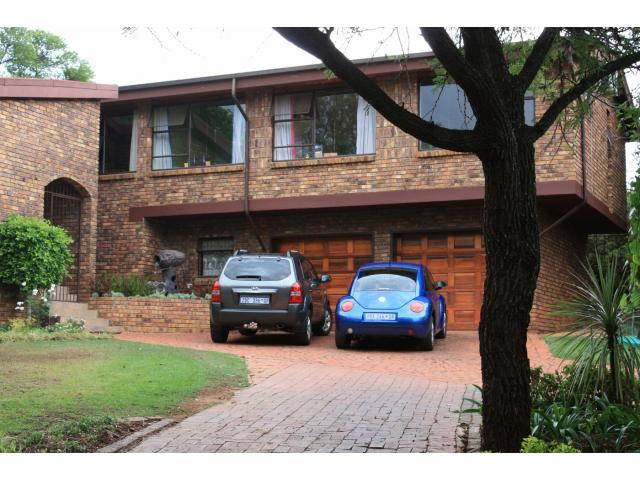 4 Bedroom House for Sale For Sale in Faerie Glen - Private Sale - MR101452