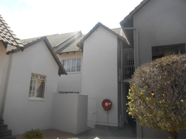 2 Bedroom Sectional Title For Sale in Lyndhurst - Home Sell - MR101485