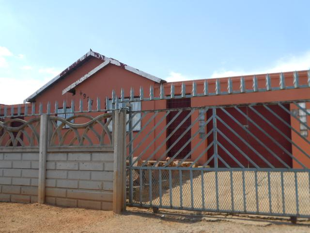 Standard Bank EasySell 3 Bedroom House For Sale in Lenasia South - MR101508