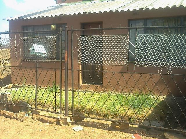 2 Bedroom House for Sale For Sale in Soweto - Private Sale - MR101520