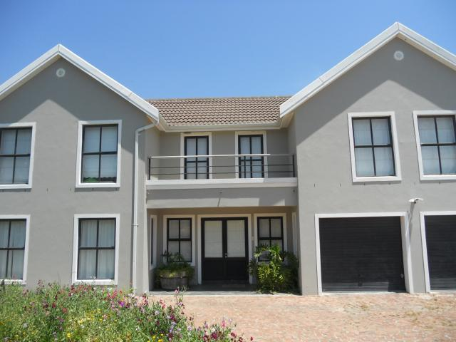 4 Bedroom House for Sale For Sale in Kuils River - Home Sell - MR101556