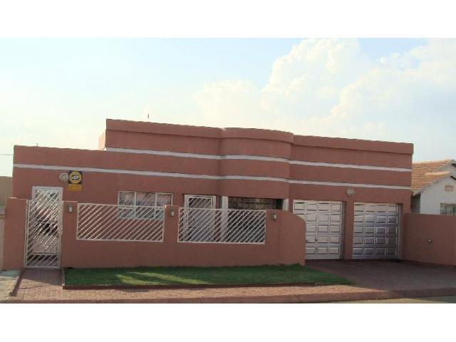 3 Bedroom House For Sale in Lenasia South - Home Sell - MR101589