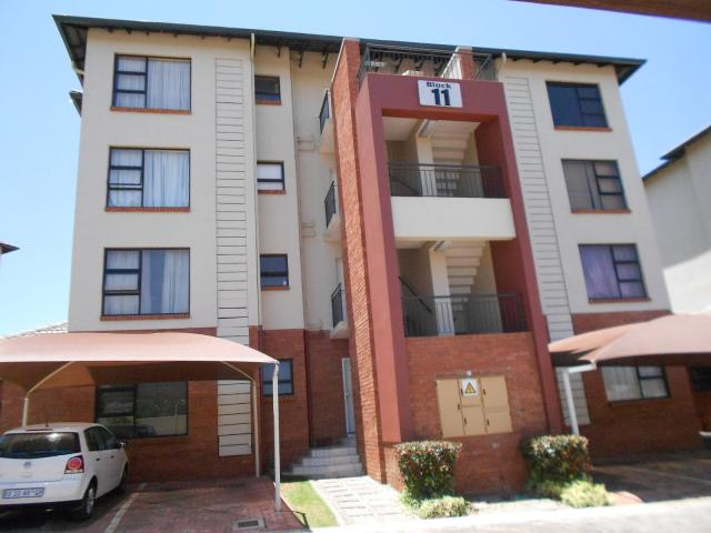 2 Bedroom Sectional Title for Sale For Sale in Oakdene - Private Sale - MR101614