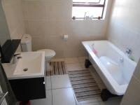 Bathroom 1 - 6 square meters of property in Oakdene