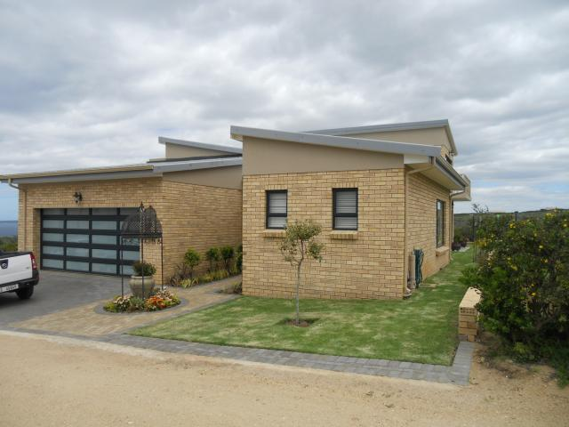 3 Bedroom House For Sale in Mossel Bay - Private Sale - MR101662