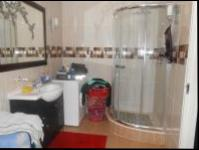 Bathroom 2 - 9 square meters of property in Greenhills