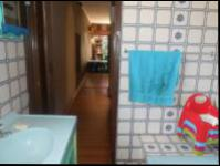 Bathroom 1 - 4 square meters of property in Greenhills