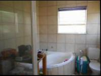 Main Bathroom - 17 square meters of property in Dalpark