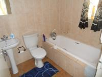 Main Bathroom - 3 square meters of property in Clubview
