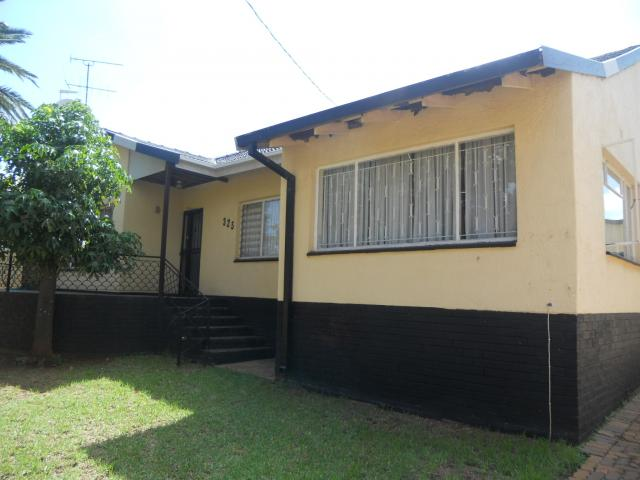 4 Bedroom House for Sale For Sale in Laudium - Home Sell - MR101729