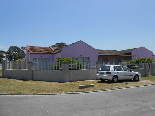 4 Bedroom House for Sale For Sale in Eerste Rivier - Home Sell - MR101796