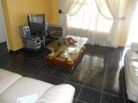 Lounges - 28 square meters of property in Glenanda