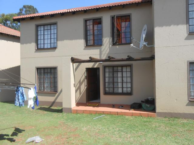 2 Bedroom Cluster for Sale For Sale in Roodepoort West - Private Sale - MR101850