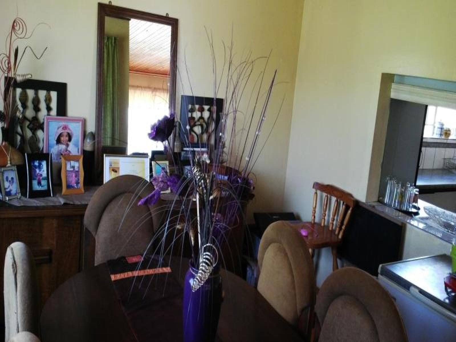Dining Room - 14 square meters of property in King Williams Town