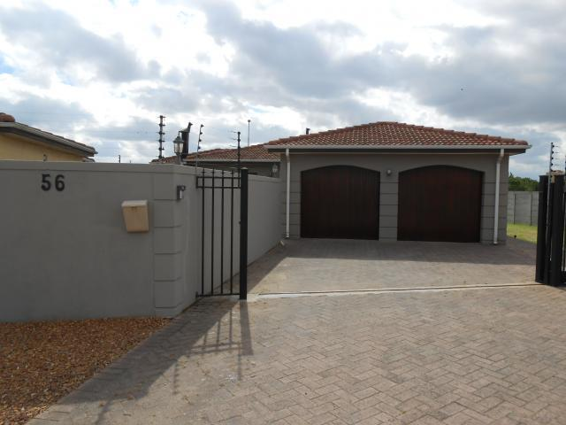 4 Bedroom House for Sale For Sale in Durbanville   - Home Sell - MR101865