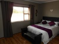 Main Bedroom - 16 square meters of property in Durbanville