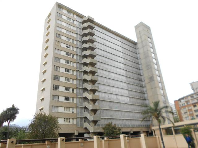 2 Bedroom Apartment for Sale For Sale in Parktown - Private Sale - MR101891