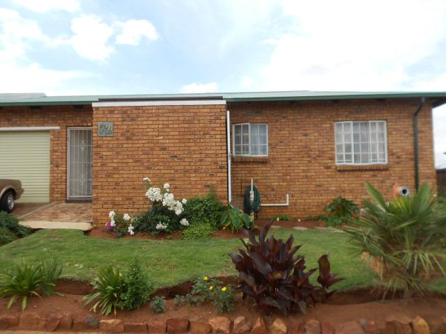 2 Bedroom House for Sale For Sale in Brakpan - Home Sell - MR101895