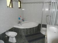 Main Bathroom - 10 square meters of property in Uvongo